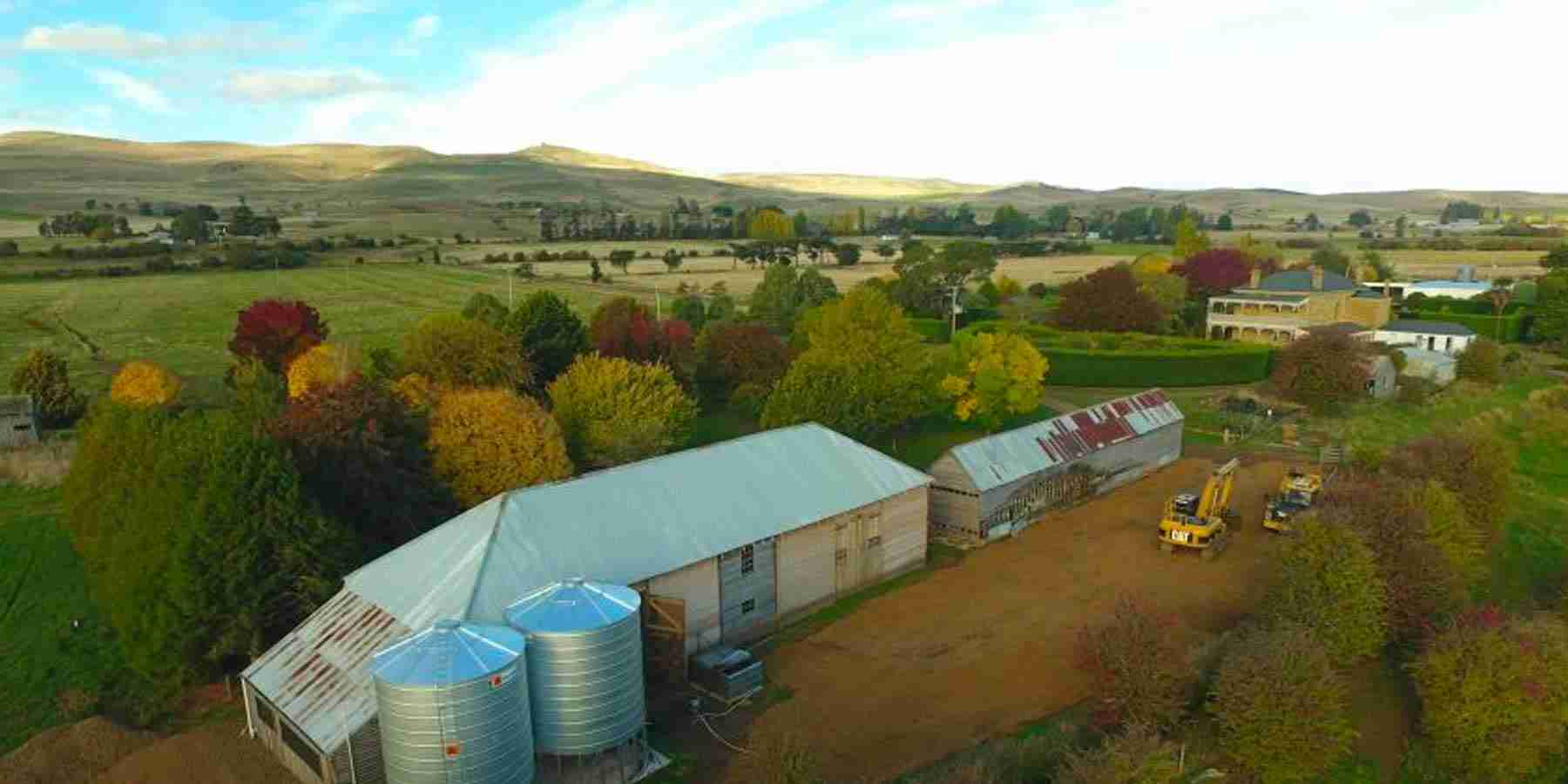 Whisky and vodka flow as Tasmanian farmers embrace spirit of sustainability
